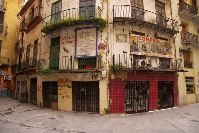 Valencia Corner